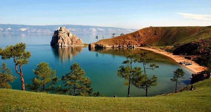 Озеро Байкал, мыс Бурхан (скала Шаманка).