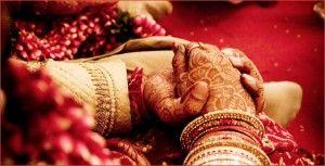 Le mariage arrangé est une institution socio-culturelle où la famille (en général les parents) choisissent l'époux d'un ou une personne célibataire et en organisent le mariage, avec ou sans son consentement (on parle alors dans ce dernier cas de mariage forcé). Ceci se fait dans beaucoup de pays d'Afrique et d'Asie, c'est par exemple la norme au Pakistan et en Inde, où les mariages d'amour sont rares et plutôt mal vus1.[réf. à confirmer].