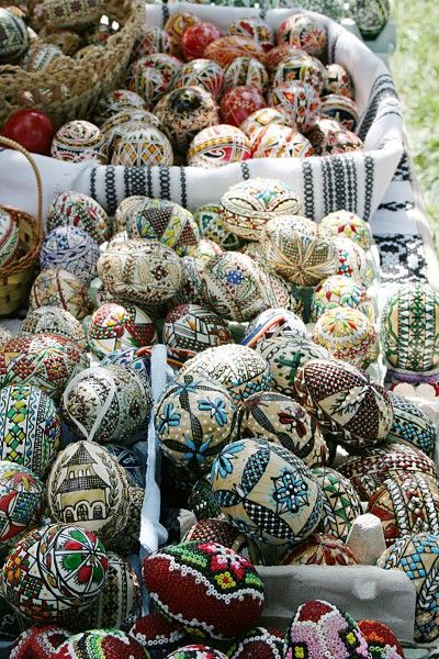 Different Kinds of Decorated Eastern Eggs, www.romaniasfriends.com