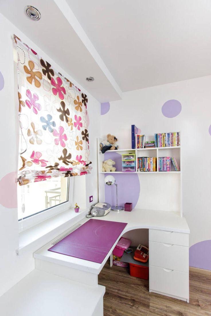 Purple flower : Modernistyczny pokój dziecięcy od Cobo Design