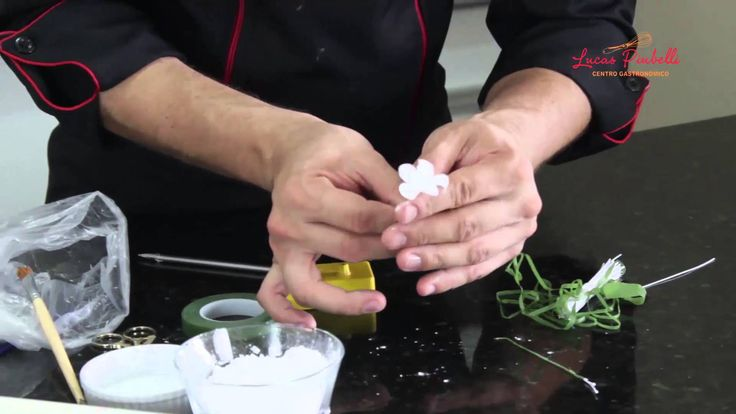 Como Fazer Pasta e  Flores de Açúcar
