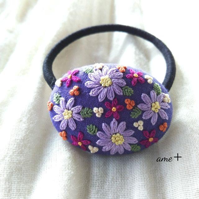 ギャラリーをご覧頂きましてありがとうございます青紫色のハーフリネン生地に、パープル系、オレンジ、イエローのお花や実を咲かせました✨定番☆森の花園~久しぶりに森の中へ(^-^)今回は、大人可愛いパープル系のお花がいっぱいに広がっていましたよ✨✨少し...