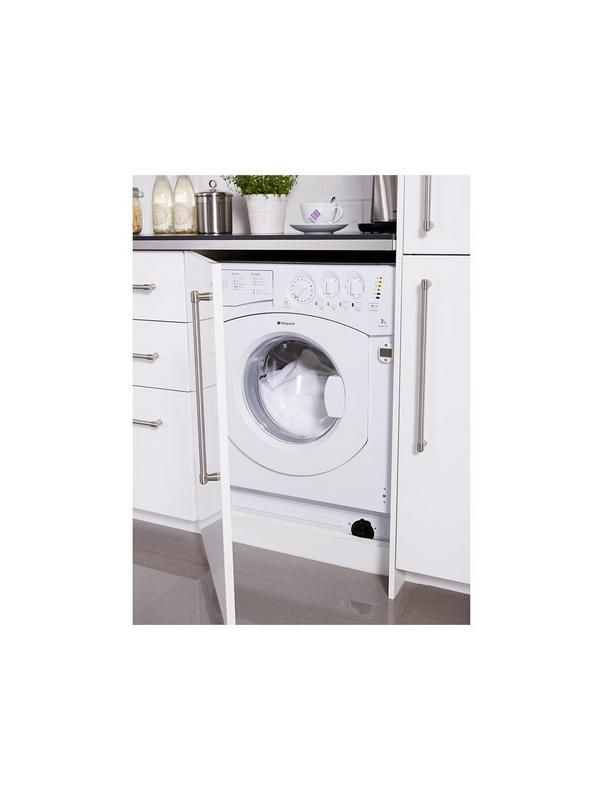 The 7kg Hotpoint BHWM1292 integrated washing machine