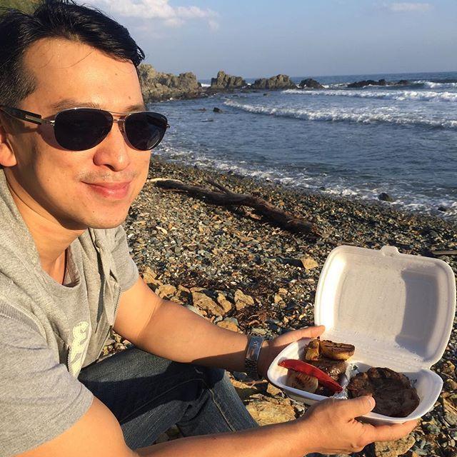 Что ещё для счастья мужчине надо? Покой, море и кусок мяса побольше)) #вл#vl #grizzly.grill#grill #бицепс#гризлигриль#meat # Sea# biceps#고기 # 바다 #이두근#肱二头肌#肉##海