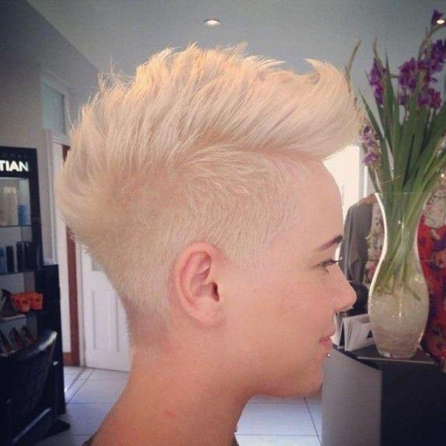 10 Hahnenkamm Haarschnitt Sind Perfekt Fur Harte Damen Frisuren Fur Sie Kurzhaarfrisuren Haarschnitt Traumfrisuren Kurzhaarfrisuren