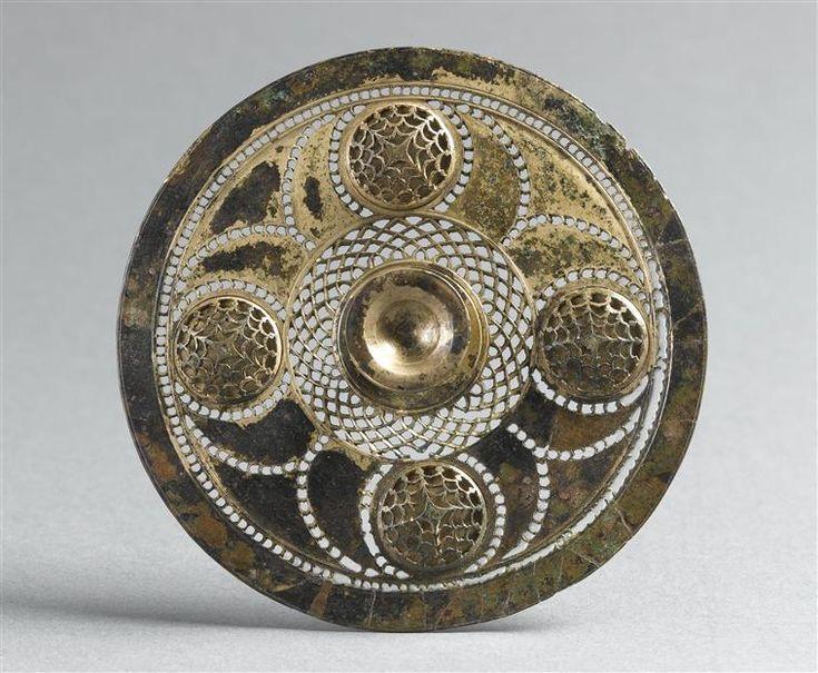 Elément de harnachement (phalère), provenant de Cuperly, d'une tombe,  IVe siècle av. J.-C., Diam. 11 cm, © RMN-GP (MAN) / T. Le Mage