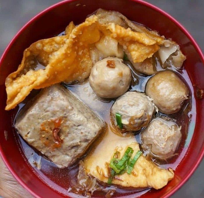 Semangkuk Bakso Atau Bakwan Malang Memang Susah Ditolak Ada Bakso Bakso Tahu Dan Pangsit Goreng Foto Makanan Dan Minuman Ide Makanan Resep Masakan Malaysia