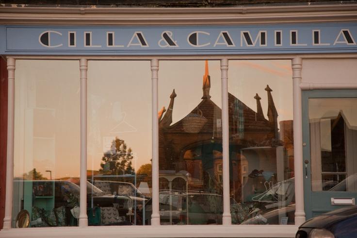 Julia reflects in Cilla & Camilla as does the dimming sun light... photograph © natamagat.co.uk