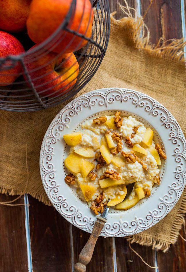 Jaglanka (kasza jaglana) z karmelizowanymi jabłkami i orzechami