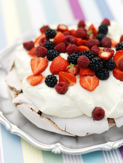 Chocolate pavlova / Pastries ~ Recipes | Leila Lindholm (leila.se)