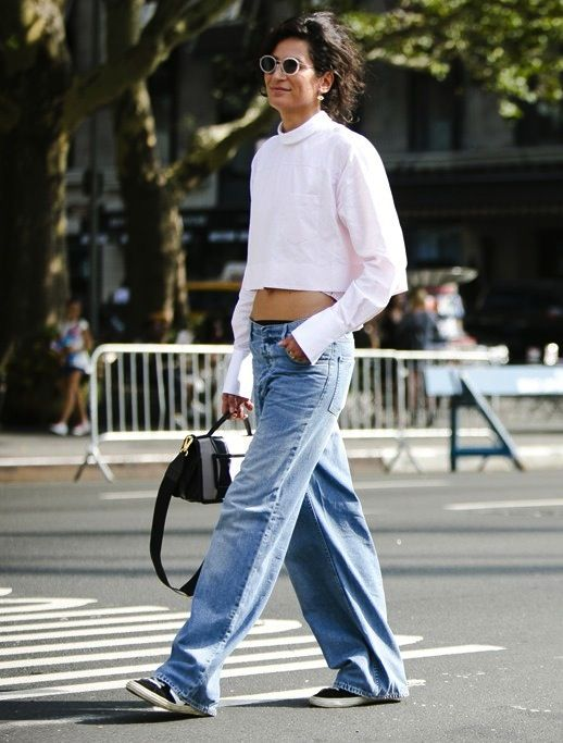 7 Le Fashion Blog 7 Cool Ways To Wear Baggy Jeans Crop Top Sneakers Street Style Via Womens Wear Daily photo 7-Le-Fashion-Blog-7-Cool-Ways-To-Wear-Baggy-Jeans-Crop-Top-Sneakers-Street-Style-Via-Womens-Wear-Daily.jpg