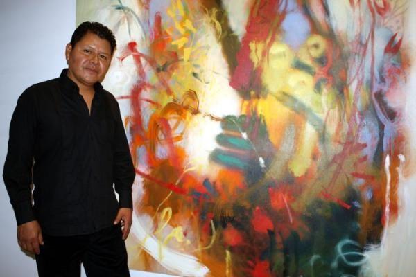 Carlos Jacanamijoy (nacido en Santiago , Putumayo en 1964. comenzó sus estudios superiores en Bellas Artes en la Universidad de La Sabana en Bogotá entre 1983 y 1984. Al año siguiente se trasladó a la ciudad del sur de Colombia Pasto para continuar sus estudios en Bellas Artes en la Universidad de Nariño .