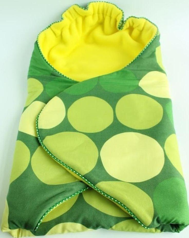 Wikkeldoek;     Teken het patroon over op een stof. Gebruik 2 verschillende zachte stoffen. Knip het uit. Naai het op elkaar vast.