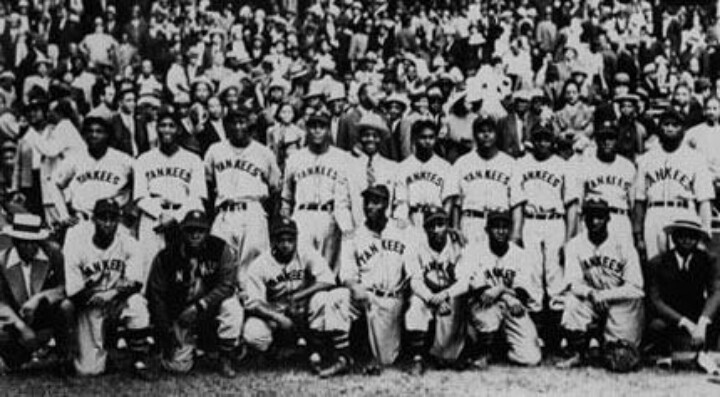 Negro Baseball League What A Great Team Photo With The Crowd Behind Players