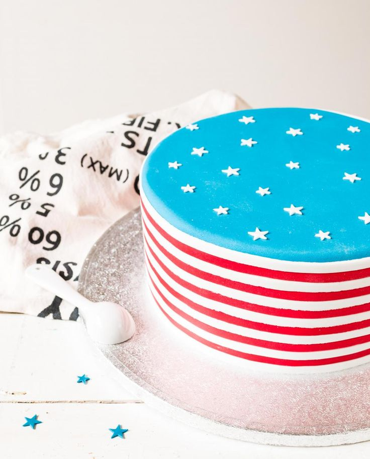 Amerikan lippu porkkanakakku // American Carrot Cake Food & Style Emma Iivanainen, Painted By Cakes Photo Emma Iivanainen www.maku.fi