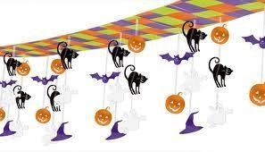 Decorazione da appendere in plastica con soggetti a scendere a tema Halloween. Cielino con Fantasmini, Zucche, Pipistrello e Gatti. Soggetti in plastica metallizzata. Banner da appendere a soffitto L.3,65 mt x 30,5 cm di altezza. Disponibili da C&C Creations Store