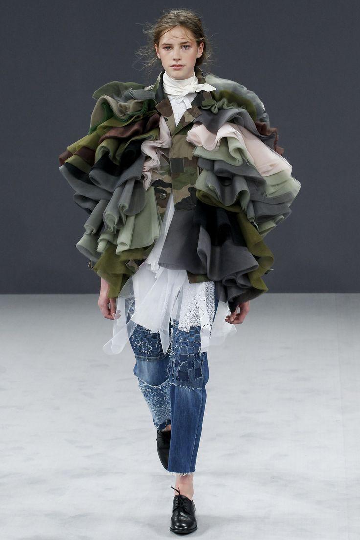 Viktor & Rolf Fall 2016 Couture Fashion Show - Floren Van Barlingen