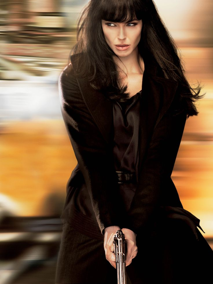 angelina jolie in salt | Evelyn Salt outguns James Bond , Jason Bourne …even Mr. & Mrs. Smith ...