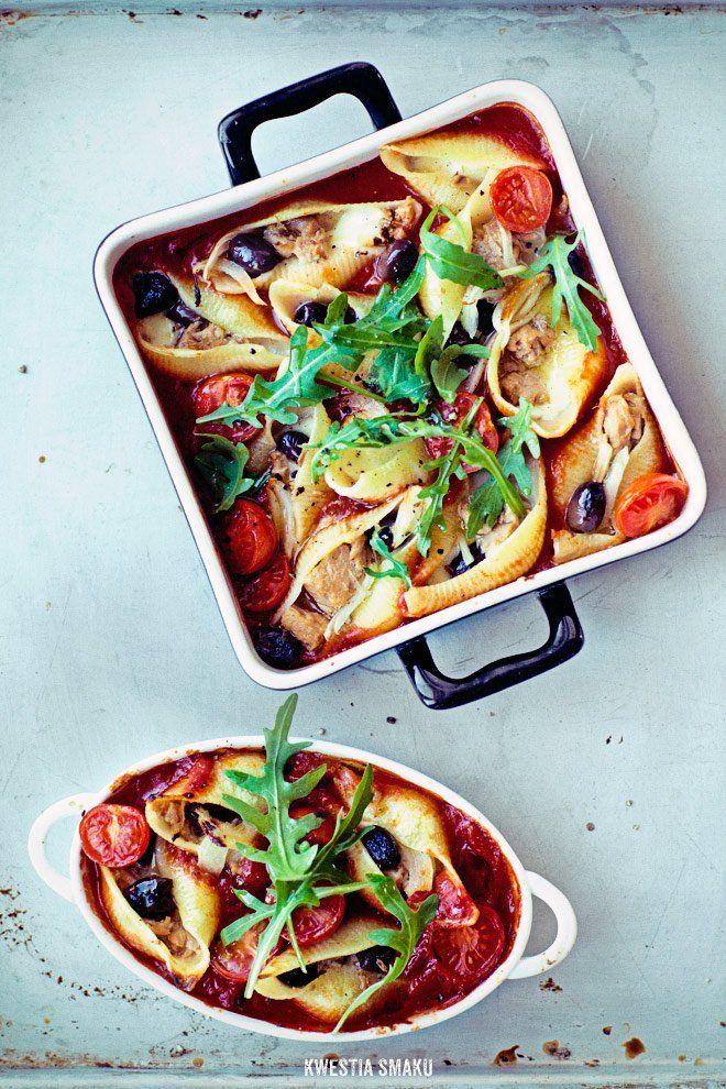 Muszle nadziewane tuńczykiem, mozzarellą oliwkami i cebulką