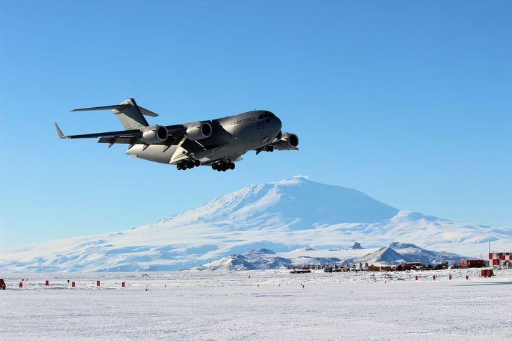 Un C-17 Globemaster III de l'US Air Force réalise une partie des besoins de transport vers l'Antarctique: