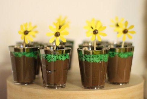 Decor, sunflower, girassol, rustic, rustico, aniversario, birthday, party, festa, dessert table, mesa de doces