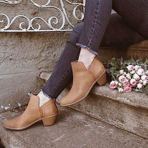 6420c989c6c juliaotestphoto keeping on-trend in the Bomer tan ankle boot ...