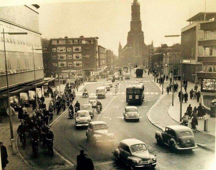De Oranjestraat met verderop links de Tuinstraat omstreeks 1959