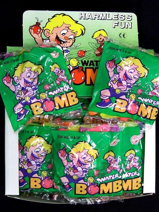 Loads of summer funs with these small packs of water balloons in neon colours.