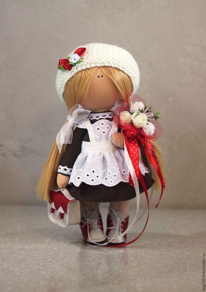 Купить или заказать Первоклассница в интернет-магазине на Ярмарке Мастеров. Интерьерная куколка в школьной форме и фартуке. Ботиночки и портфель ручной работы. Прекрасный подарок дорогим учителям.