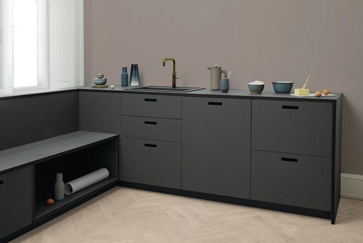 Det danske firma &shufl har fundet en niche i køkkenbrancen, og tilbyder en cool opgradering afdit IKEA køkken. Med udgangspunkt i Ikea's køkkensystem tilbyder &Shufl håndlavede arkitekttegnede køkkener.  Måske har du et IKEA køkken eller måske overvejer du at investere i et. Ikea laver gode køkkener, som er slidstærke og i god kvalitet – det ved jeg, for jeg har selv et IKEA køkken på 10'ende år nu, og...