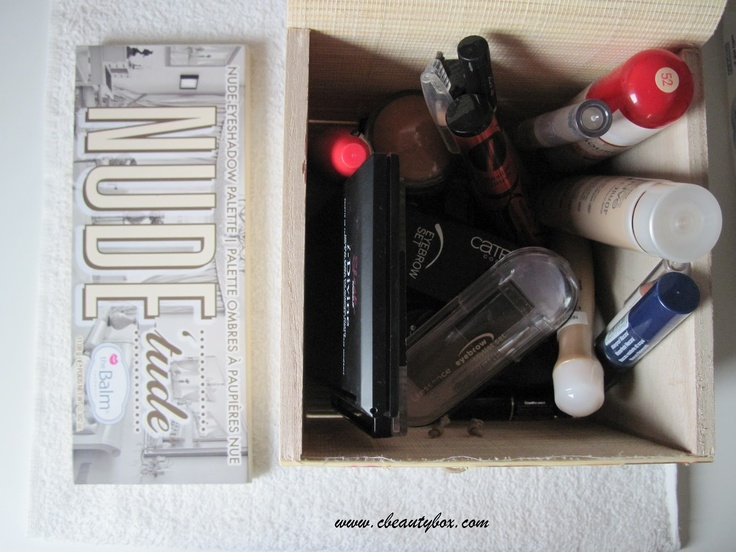 Cristina's Beauty Box | Beauty Blog : In my makeup box: September