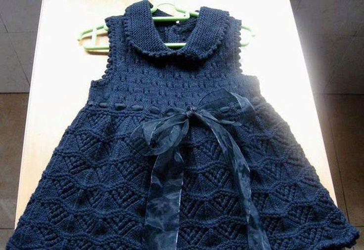 Вязаное платье для девочки спицами с воротником