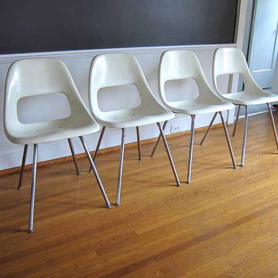 Set Of Four White Fiberglass Chairs Sturgis Posture