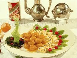 03 - HISTORIA - También juega un papel importante la presentación de los platos. Algunos platos se sirven con fines esencialmente terapéuticos, como los nidos de golondrinas o las aletas de tiburones que son ingredientes algo insípidos.
