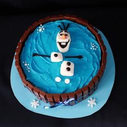 Olaf in a Kit-Kat cake! /// food and drink // 3rdRevolution