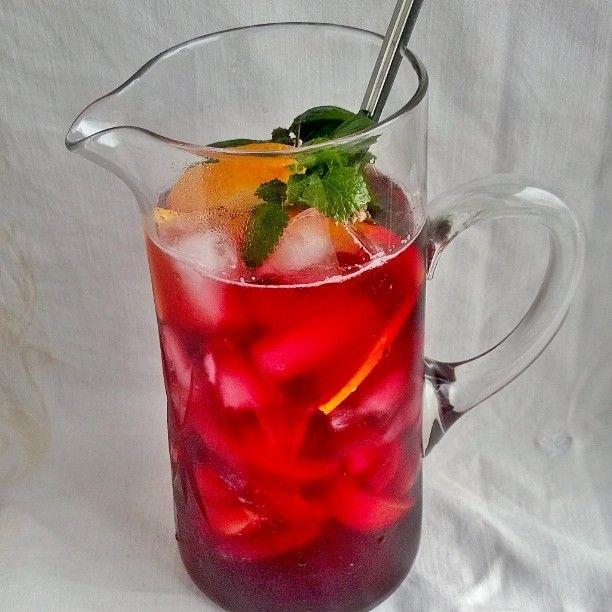 Tästä se juhannus alkoi klassisesta sangriasta. Resepti löytyy tietenkin blogista. Hyvää juhannusta!! #sangria#janonsammuttaja#juoma#cocktail#drinkki#juhannus