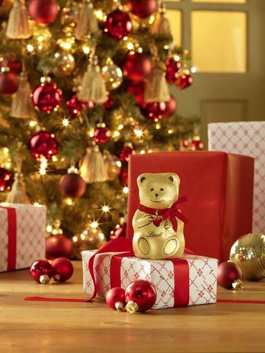 Našli jste pod stromečkem nějakou čokoládovou dobrůtku? #christmas #lindt #chocolate
