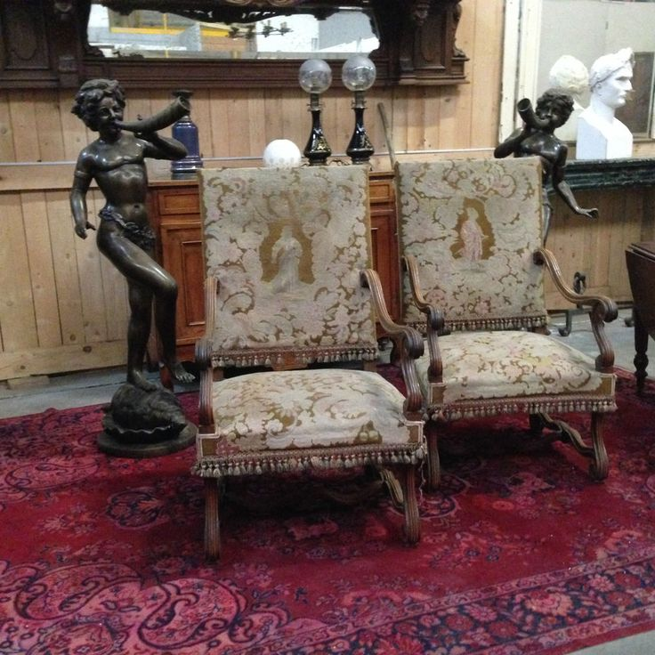paire de fauteuil renaissance en noyer massif ,piétement à entretoise, tapisserie au points , XIX siècle