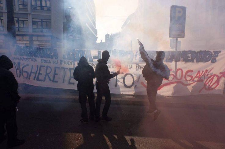 Milano, studenti in piazza contro la buona scuola: è partito l'autunno caldo