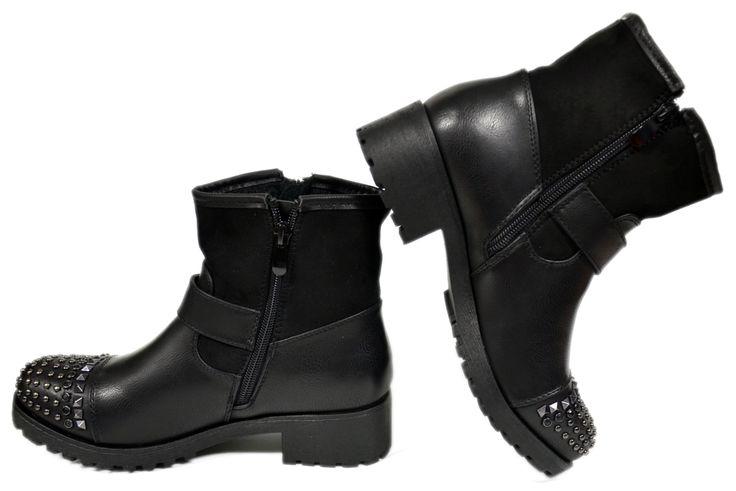 Dames Biker Enkellaarzen met Studs DL062 | Modedam.nlVindt de beste enkellaarsjes tegen de scherpste prijs!! Ontdek een ruime selectie van laarzen en bekijk ons geweldig aanbod van glamourious schoenen.* Shoe (model) Biker boots* Color Zwart* Seizoen