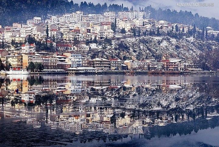 Kastoria, mirror image