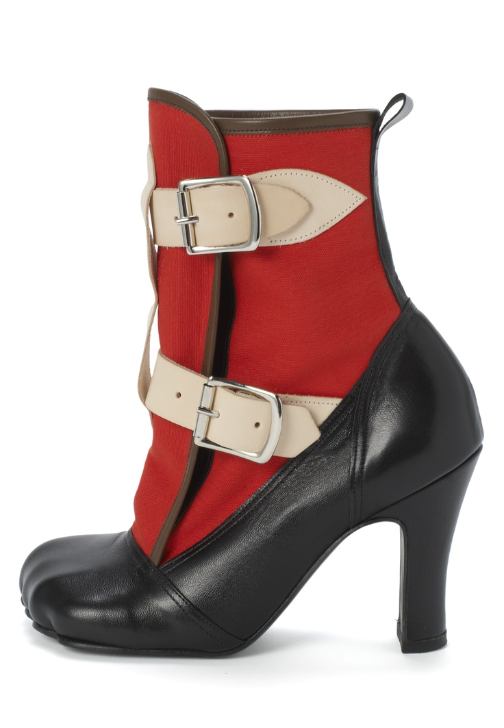 Vivienne Westwood Bondage Boot Red. I LIKE THE SHOE, NOT WHAT IT'S INSIDE, THOUGH.