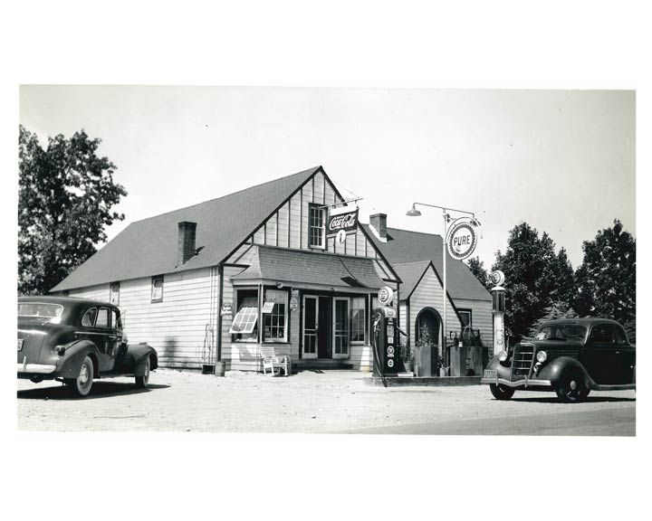 Pure Oil Gas Station, 1941