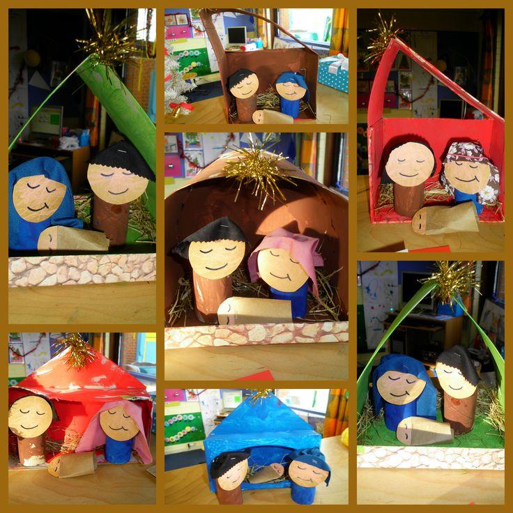 Kerststal gemaakt van verschillende beschilderde dozen. Figuren zijn gemaakt van toiletrolletjes met kartonnetjes en stof *liestr*