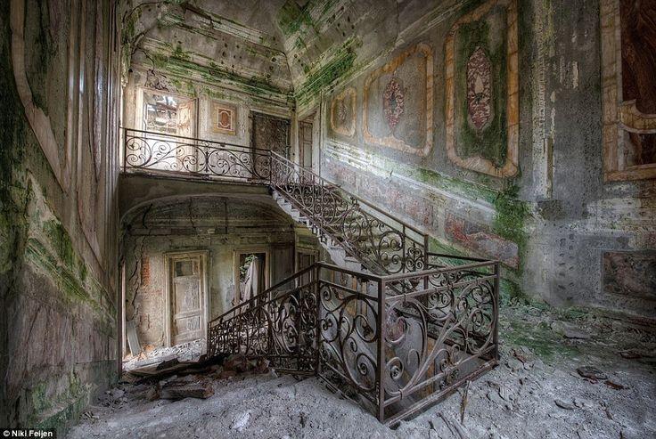 Ein Mann hat eine verlassene Stadt besucht und unglaublich beeindruckende Fotos gemacht die an Ausdrucksstärke nicht zu überbieten sind. -> http://phantastisch.org/verlassene-orte-in-beeindruckende-bilder-gefasst/