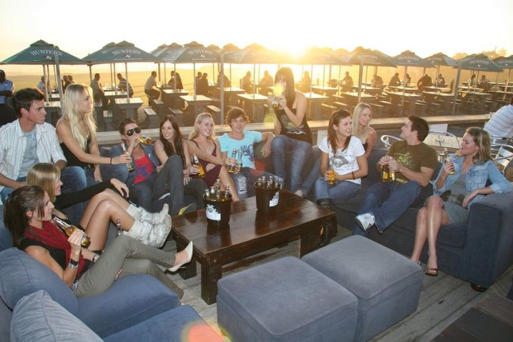 Summer Sunday afternoons ... pizza & cocktails at La Med.