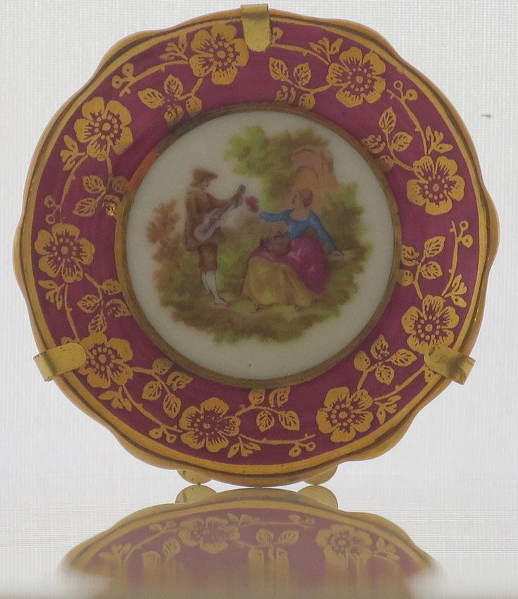 VINTAGE TREASURE - Miniature plates