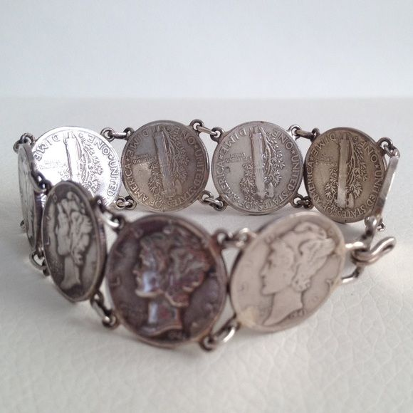 Silver US dimes 1941-1944 artisan bracelet ANTIQUE Very rare and antique bracelet made from nine US silver dimes dated 1941, 1942, 1943 and 1944 Vintage Jewelry Bracelets