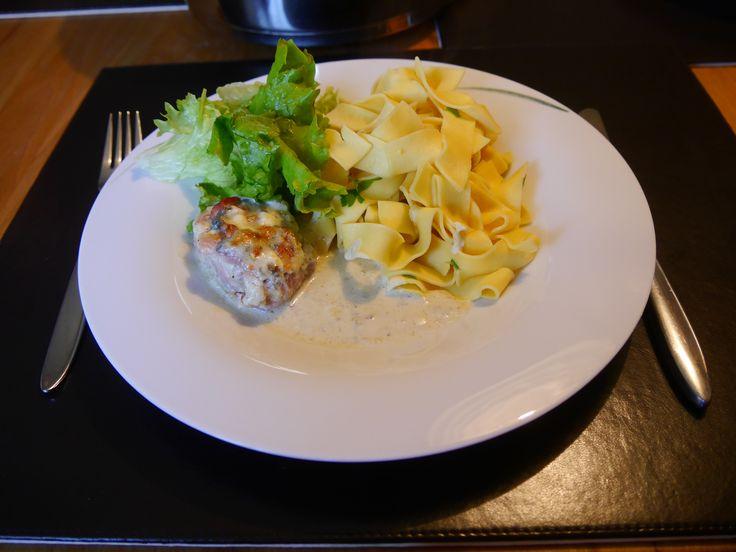 Mir hat's geschmeckt, von allen anderen auch nur Lob, Grund genug dieses Gericht, dass an Pfingsten auf den Tisch kam, hier zu verewigen.1 Schweinefilet (Fett und Haut entfernen!) in3-4 cm …