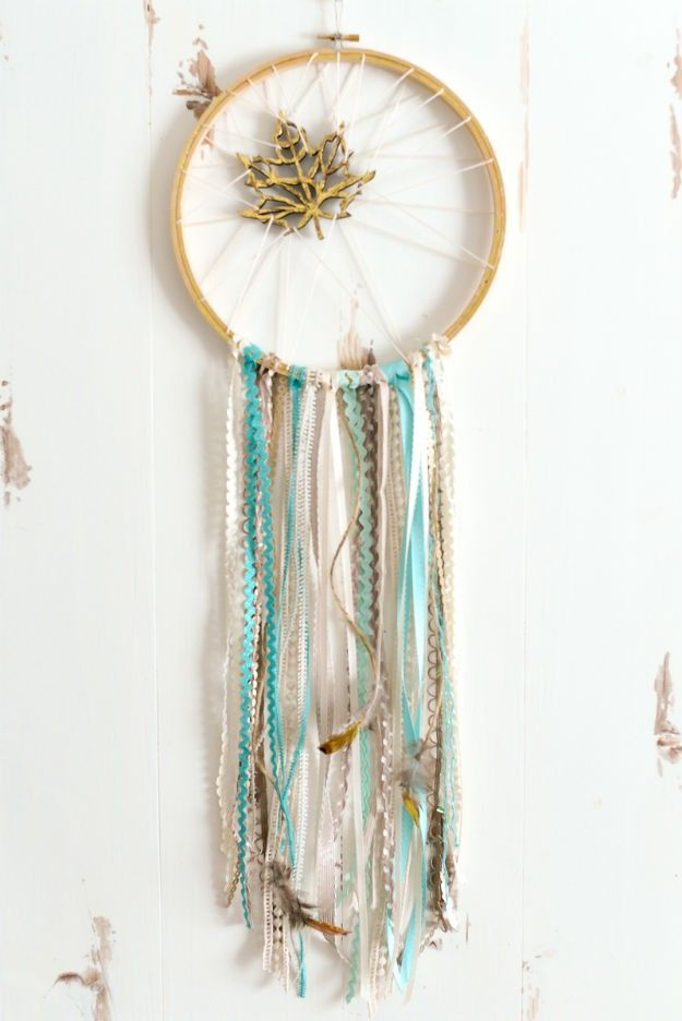 Dreamcatcher With Wood Leaf | Unique Bohemian Gypsy Dreamcatchers Ideas Perfect For Homemade Gifts